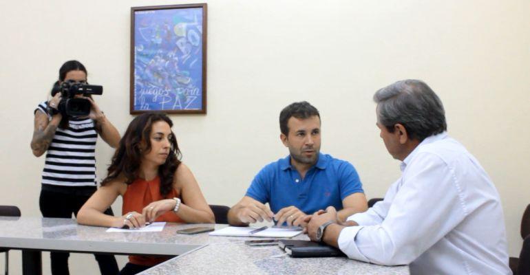 Reunión entre el responsable de Medio Ambiente en la ejecutiva andaluza del PSOE, Julio Millán, y el delegado de Medio Ambiente, Juan Eugenio Ortega.