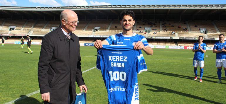 Barba junto a Ravelo en su homenaje por los 100 partidos con el Xerez DFC