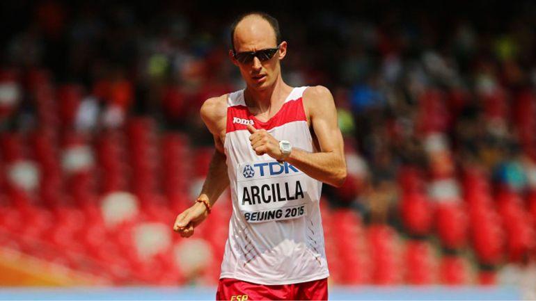 El leonés Paco Arcilla está a punto para su concurso en los 50 km. marcha.