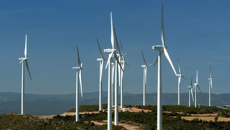 El aerogenerador de Villamanín 'encoge' 27 metros