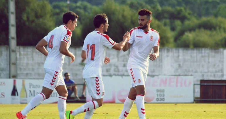 Unai, Guarrotxena y Yasser celebran uno de los goles de la pretemporada