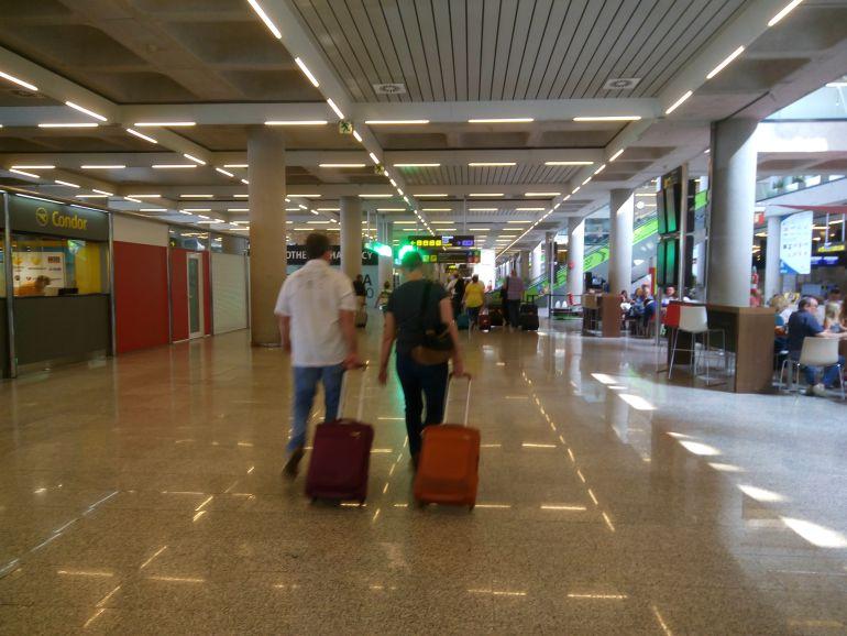 """USO denunciará ante Trabajo el """"exceso de calor"""" en el aeropuerto de Palma"""