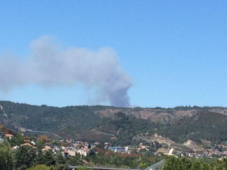 La columna de humo desde Ourense