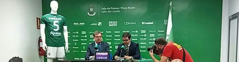 Miguel Ángel Collado (i) y Fernando Collado (d) en el momento de la firma del convenio