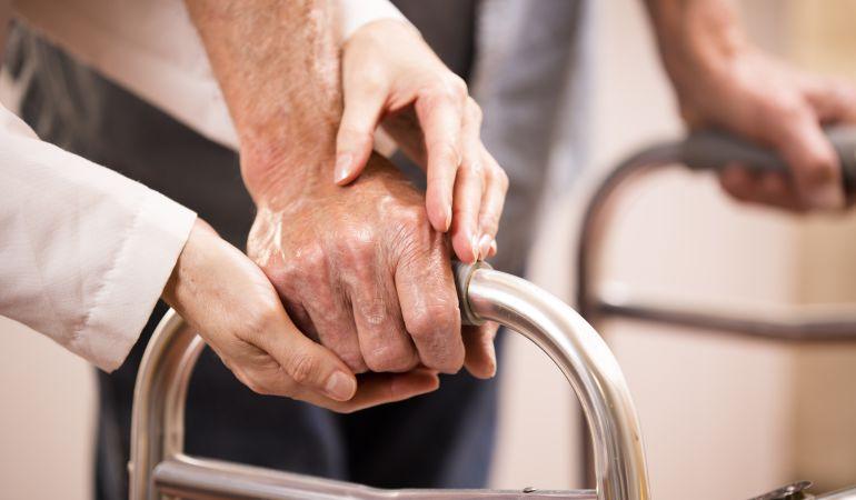 Residencias de ancianos: La reducción de las sujeciones obligará a formar a los trabajadores de las residencias de mayores