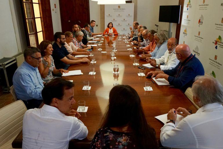 """El Govern crea una campaña para combatir el """"turismo incívico"""""""