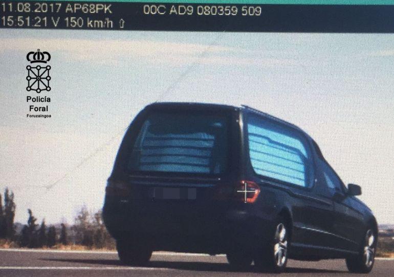 Denunciado el conductor de un vehículo fúnebre por ir a 150Km/h