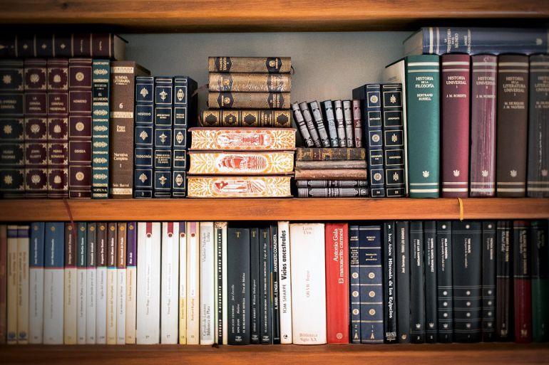 Estafan a un hombre mayor 87.000 euros con la venta de libros en Andoain