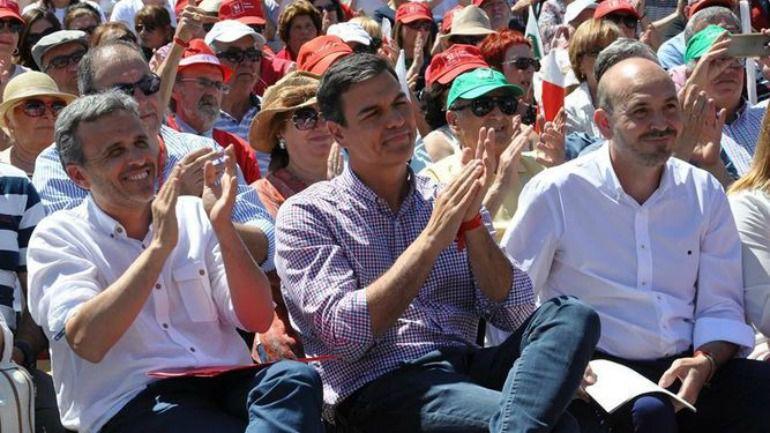 López junto a Pedro Sánchez y el alcalde socialista de Cártama, Jorge Gallardo