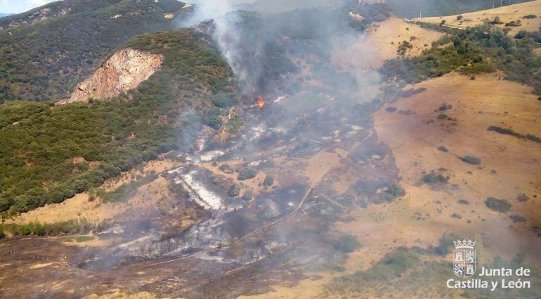 Imagen del incendio registrado en Borrenes