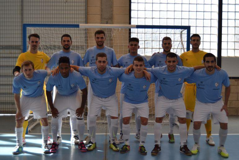 El plantel del Santiago Futsal estrenó su pretemporada con una victoria ante el Ribeira de Piquín FS