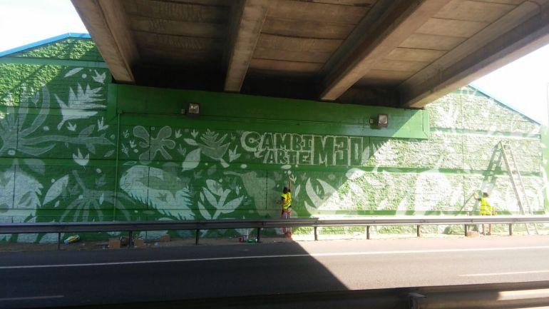 Vista general del mural casi terminado.