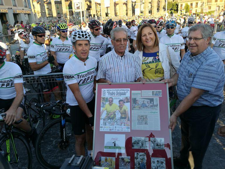 Federico Martín Bahamontes es homenajeado a la salida de la Marcha Pedro Delgado