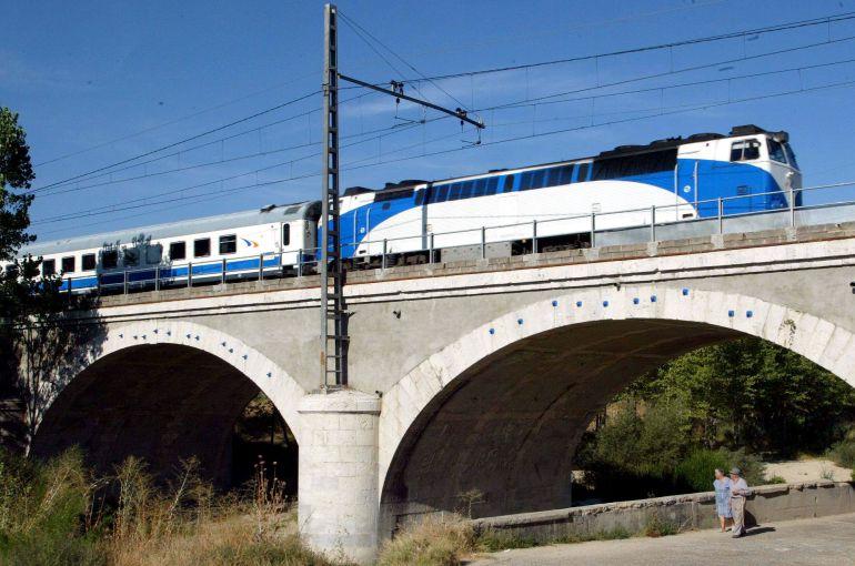 En la imagen, un puente ferroviario en la localidad vallisoletana de Viana de Cega
