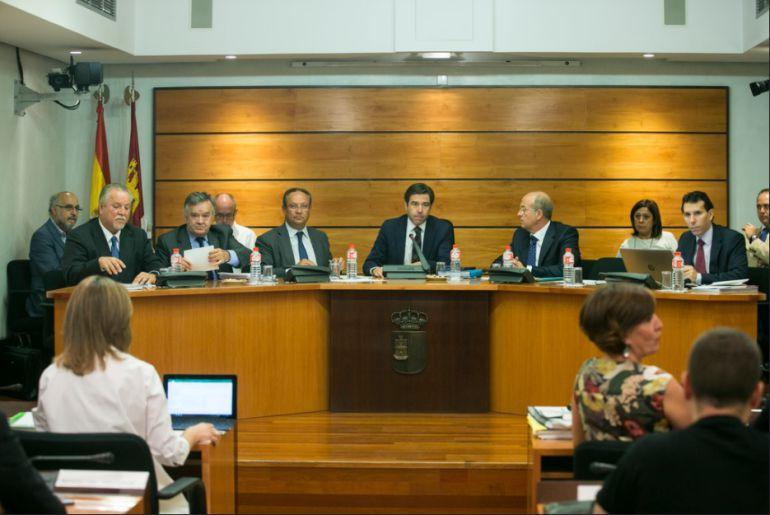 Batalla en la Comisión de Presupuestos de las Cortes