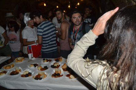 Los asistentes a Sonorama pudieron disfrutar de los almuerzos en las bodegas subtarráneas de las peñas de Aranda