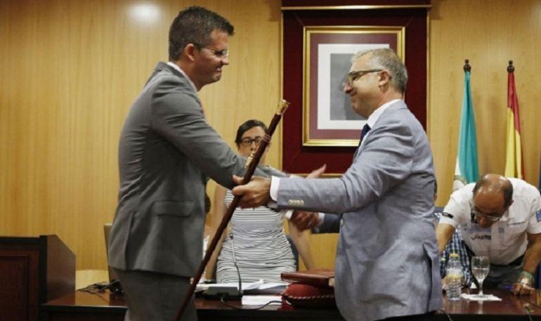 El nuevo alcalde, elñ socialista Antonio Jesús Muñoz Quirós gobernará un tripartito con PP y PA