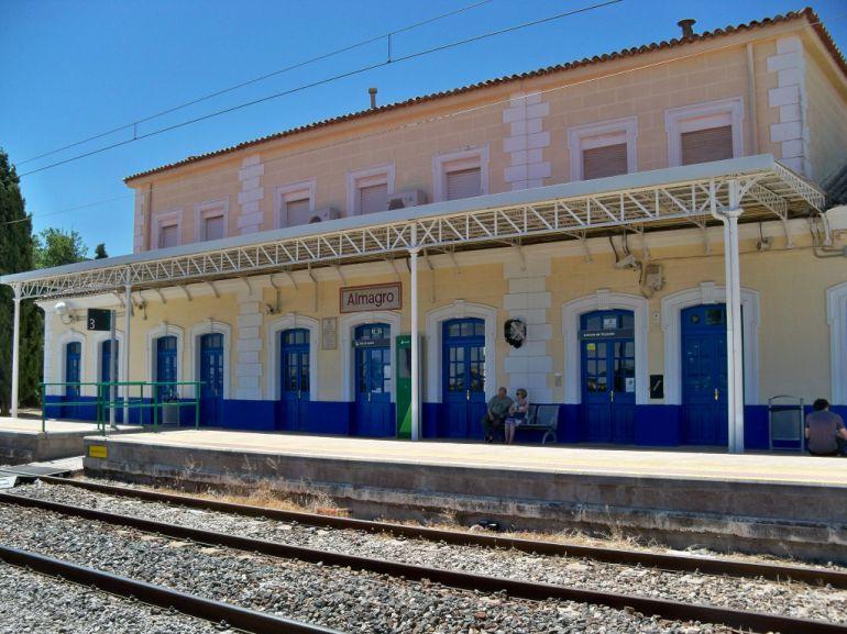 Dos vecinos de Bolaños mueren arrollados por un tren en un paso a nivel en Almagro