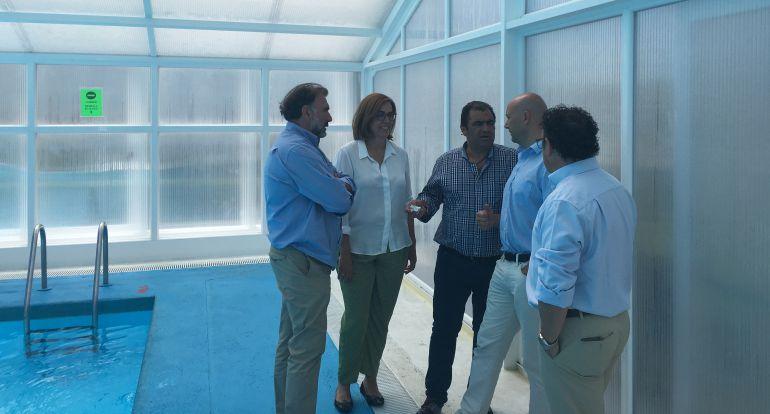 La piscina municipal de salda a cuenta con cubierta m vil for Piscinas palencia