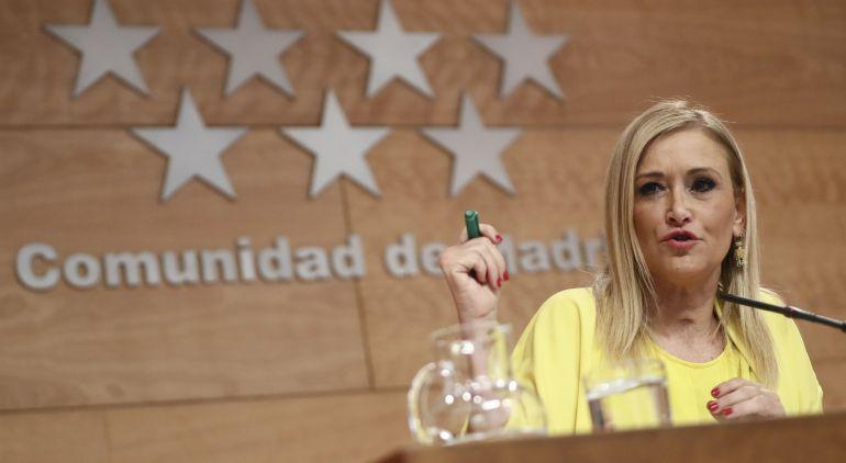 La presidente de la Comunidad de Madrid, Cristina Cifuentes, durante la rueda de prensa que ha ofrecido hoy para informar de las resoluciones adoptadas en el Consejo de Gobierno.