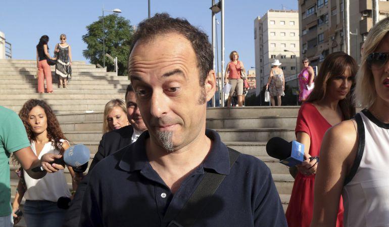 Francesco Arcuri, expareja de Juana Rivas y padre de sus hijos, a su llegada al juzgado de primera instacia nº 3 de Granada donde ambos han sido citados para decidir sobre las medidas de protección hacia los menores.