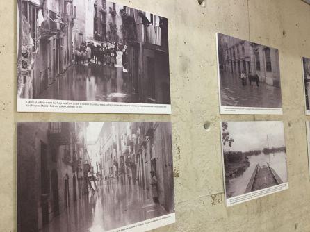 La biblioteca Marcel·lí Domingo exposa 17 de les fotografies del fons de Mestre i Noé sobre la riuada de 1907 a Tortosa.