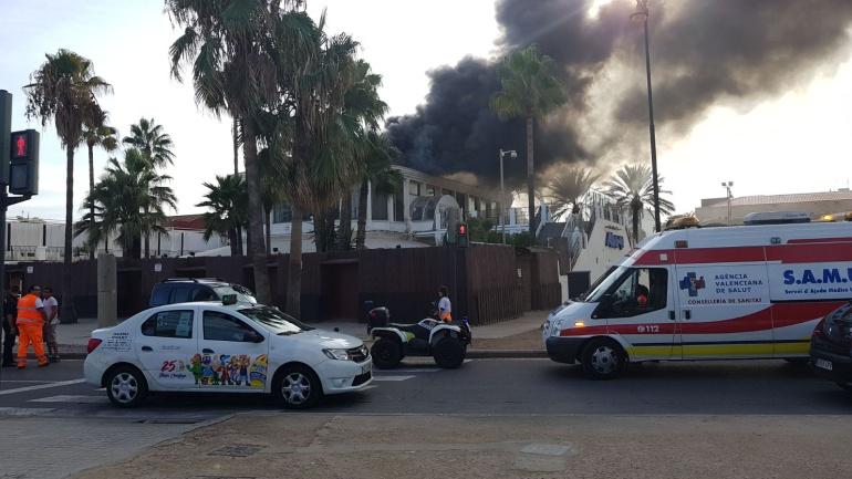 Los bomberos extinguen un incendio en la discoteca akuarela radio valencia cadena ser - Discoteca akuarela valencia ...