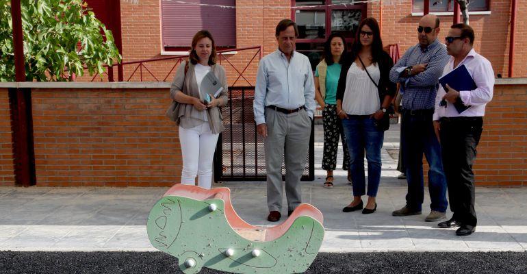 Ignacio García de Vinuesa visitando uno de los centros que se ha mejorado este verano