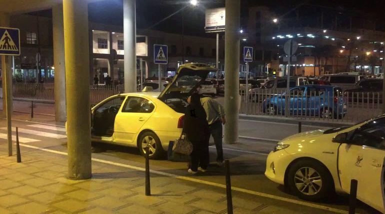Taxistas en el puerto de Algeciras