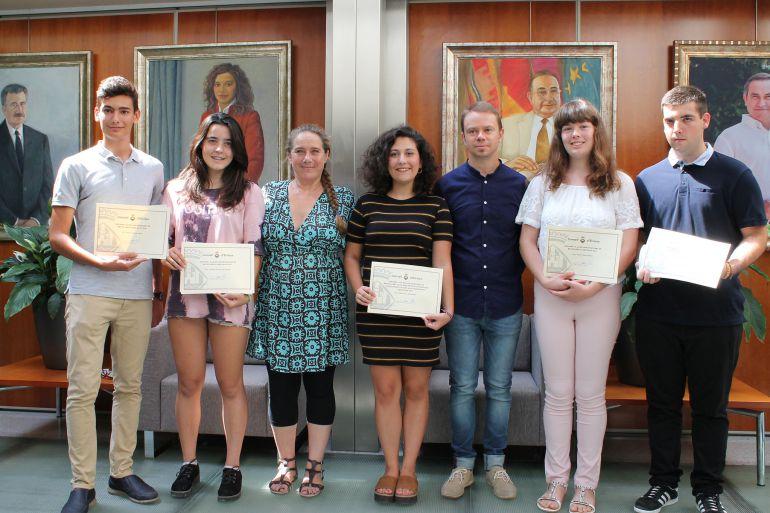 Los alumnos galardonados en el Consell insular