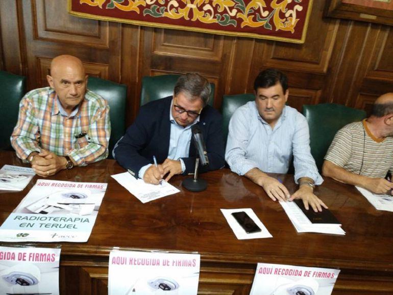 La Asociación Española contra el Cáncer inicia una campaña de recogida de firmas en Teruel