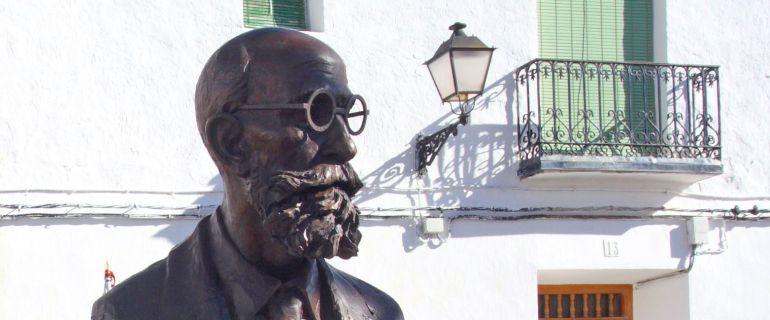 Busto de Pelayo Quintero en la plaza que lleva su nombre en Uclés (Cuenca), su localidd natal.