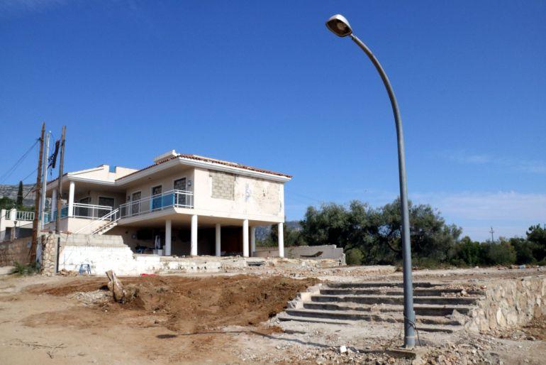 Pla general de com ha quedat el solar sense runa de la casa on els terroristes preparaven explosius a Alcanar Platja.