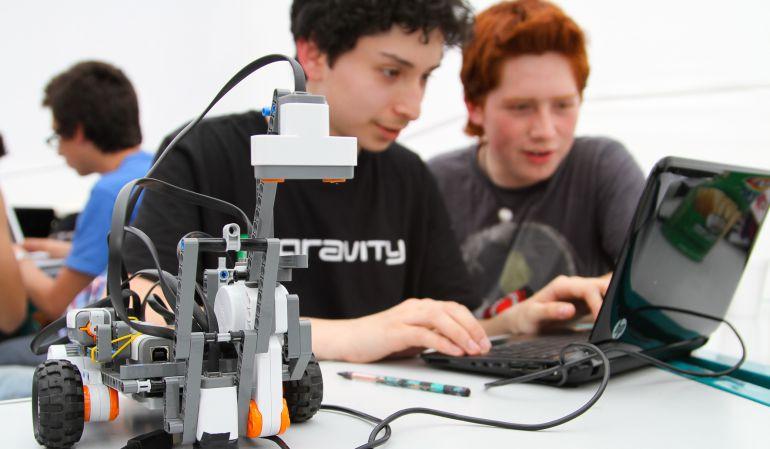 Cada vez más la robótica despierta gran interés entre los menores