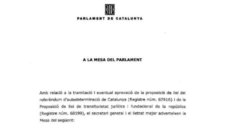 Los letrados del Parlament han registrado un informe dirigido a la Mesa del Parlament en el que alertan que la tramitación de las leyes de ruptura choca con las advertencias del Tribunal Constitucional (TC) y reprochan la utilización del artículo 81.3 del reglamento para aprobarlas.