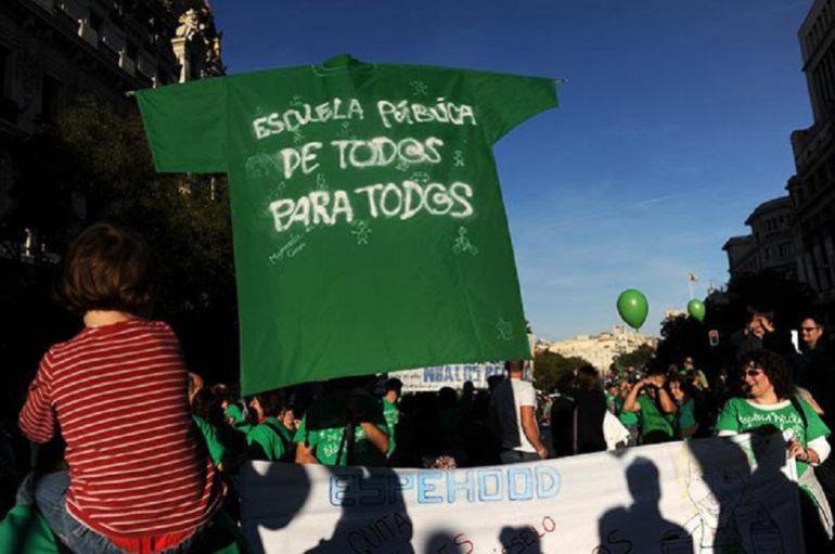 La marea verde exige a la Junta que acabe con los conciertos educativos