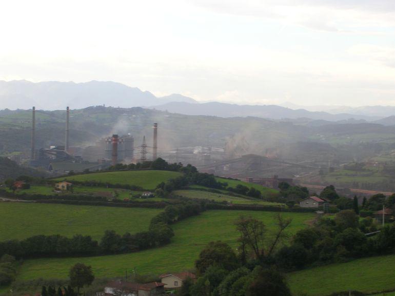 Imagen de la factoría gijonesa de Arcelor Mittal, desde la Campa Torres.