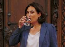Ada Colau espera más información antes de decidir si pone urnas en Barcelona
