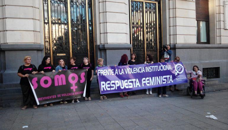 Concentración en la plaza de España de apoyo a Juana Rivas