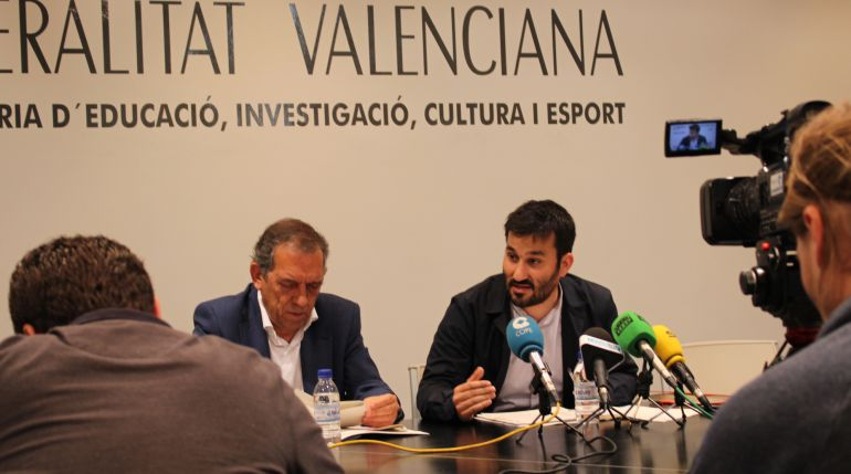 Miguel Soler junto a Vicent Marzà en una rueda de prensa