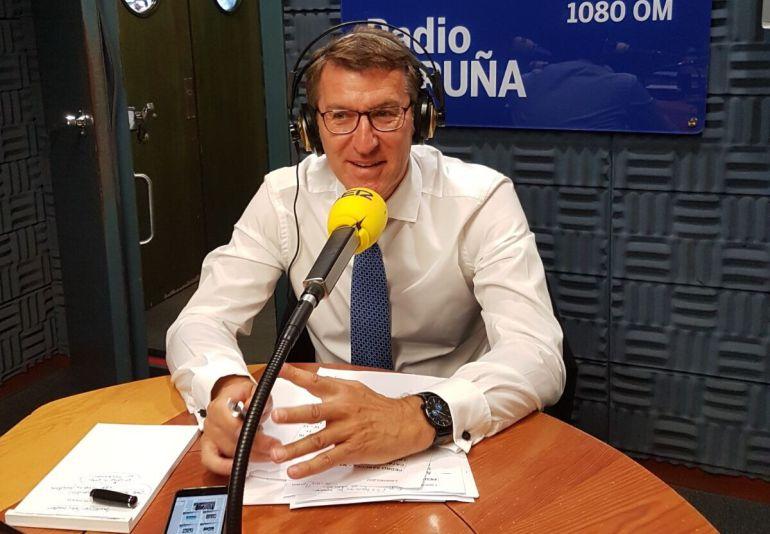 El presidente de la Xunta, Alberto Núñez Feijoo durante su entrevista en la Cadena Ser