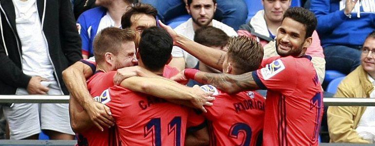 Los jugadores de la Real Sociedad celebran el gol marcado por su compañero Asier Illarramendi ante el Deportivo
