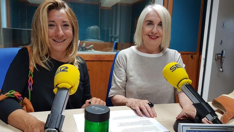Teresa Huerta y Carmen Sánchez Morán en plena tertulia de la Ventana