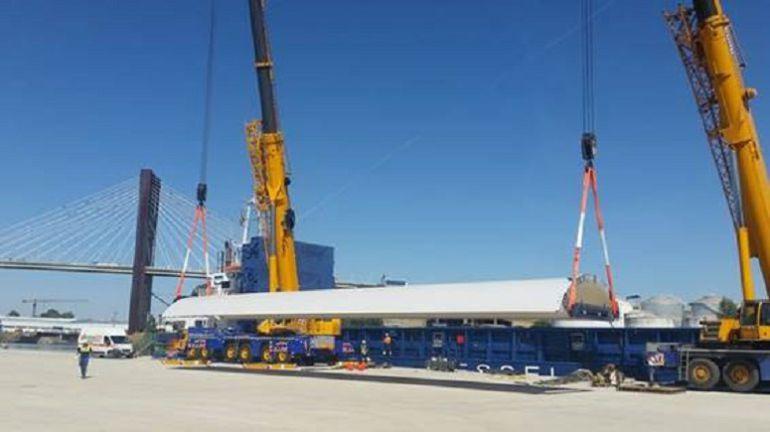 Puerto-Astilleros Sevilla: Primer embarque comercial en el muelle de armamento de astilleros
