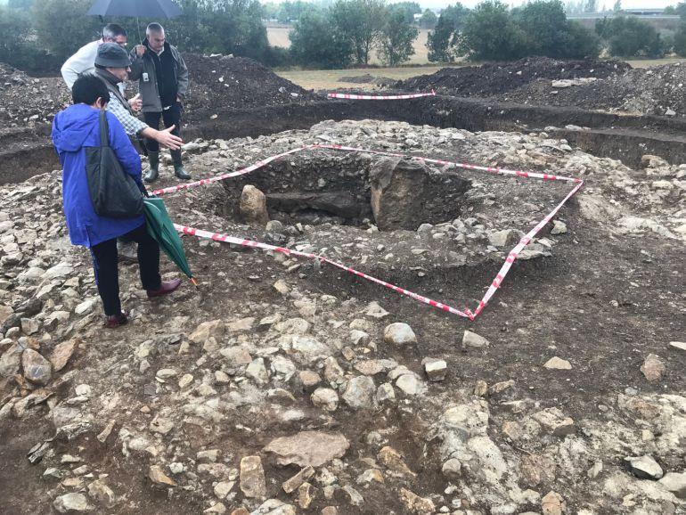 Los indicios apuntan al hallazgo de un dolmen en Eskalmendi