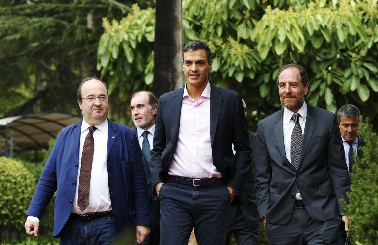 El secretario general del PSOE, Pedro Sánchez, acompañado del primer secretario del PSC, Miquel Iceta.