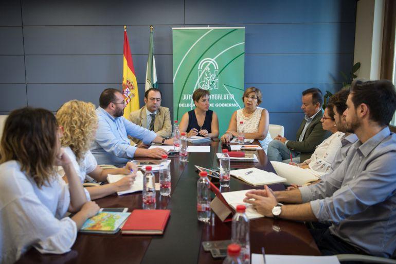 Reunión de delegados de la Junta en Granada con responsables de los dos hospitales de Granada
