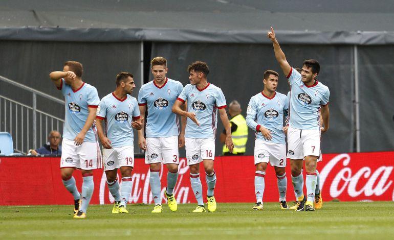 Maxi Gómez celebrando su cuarto gol en Liga