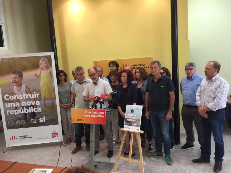 Alcaldes i càrrecs electes d'ERC a l'Ebre, en la presentació de la campanya pel referèndum.