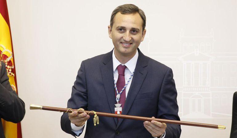 César Sánchez, con la vara de mando.